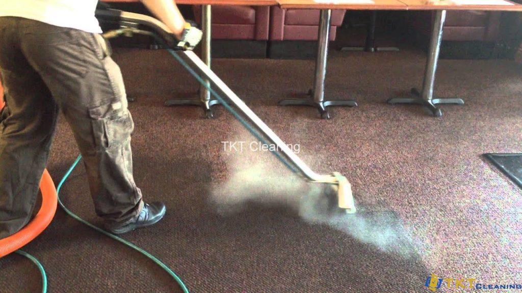 giặt thảm phun hút hơi nước nóng
