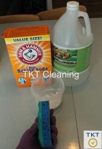 vệ sinh đường ron bằng baking soda và dấm ăn