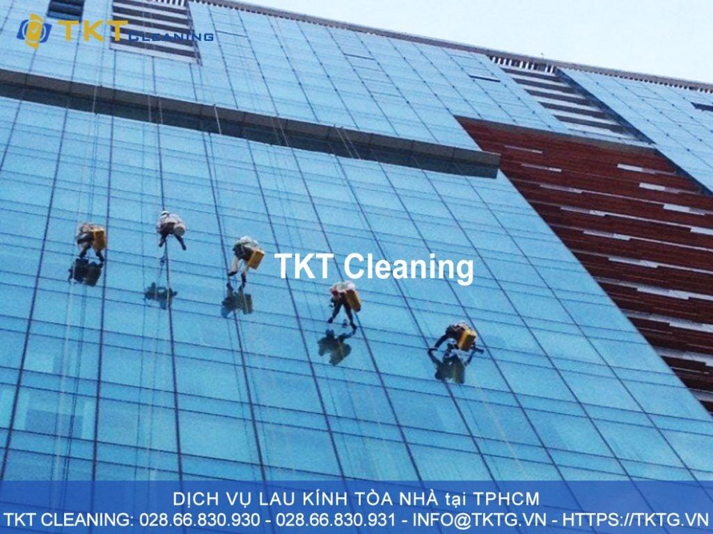 dịch vụ lau kính tòa nhà, lau kính mặt dựng tại TPHCM TKT Cleaning