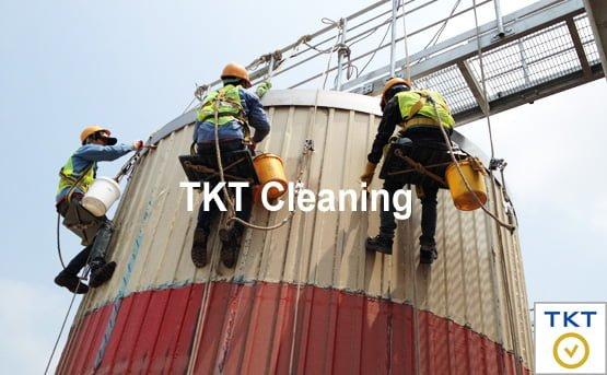 dịch vụ vệ sinh mặt ngoài nhà xưởng trên cao TKT Cleaning