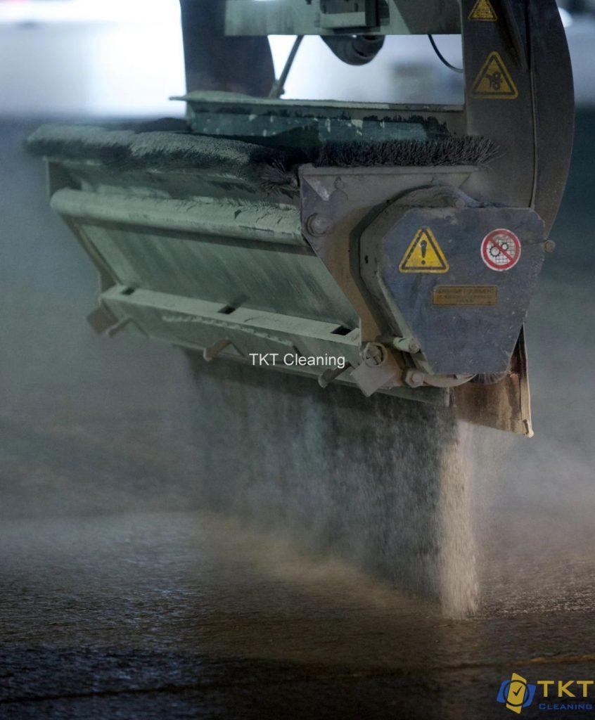 Rắc sika Hardener tăng cứng bề mặt bê tông chống mài mòn trầy xước